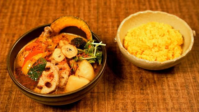 「シャナイア」のキチンと野菜のスープカレー